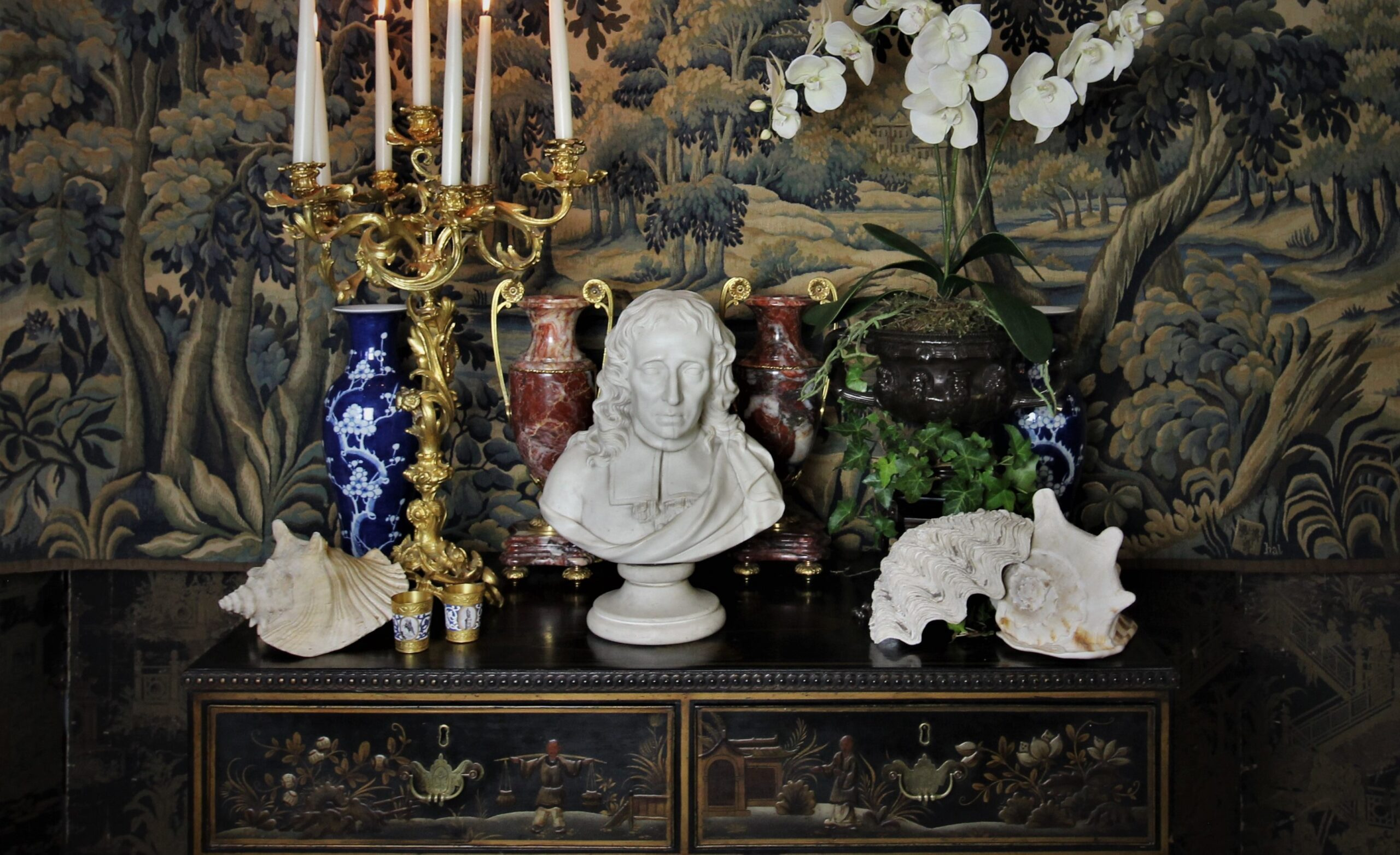 Made in Chelsea : 18th century porcelain proves popular in our October auction